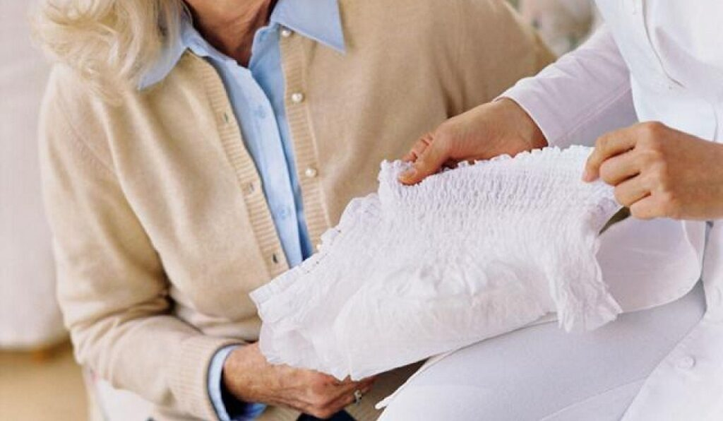 Как правильно одеть памперс взрослому?