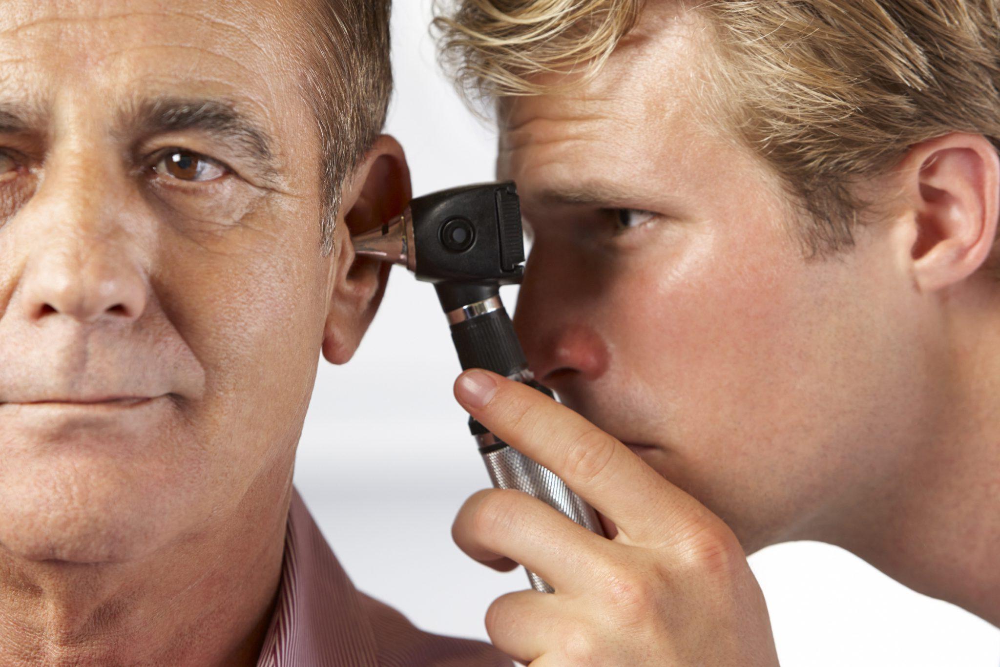 Шум в голове и ушах у пожилых людей